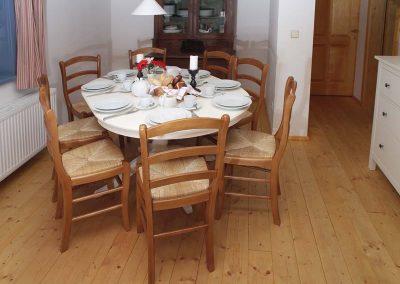 Ausziehbarer-Tisch-in-allen-WohnungenWohnung1_0008