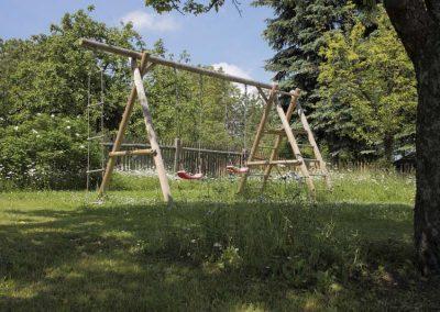 Schaukel-im-Garten